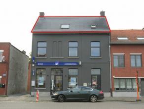 Midden in het centrum van Hoevenen gelegen appartement met 1 slaapkamer, badkamer, open keuken, living met plankenvloer. Beschikbaar 1 mei 2016.