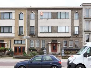 Dit centraal gelegen en zeer goed verzorgd appartement te Deurne Noord heeft een inkomhal, living, keuken, 3 slaapkamers, een badkamer en een terras a