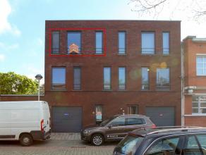 Recent en goed gelegen appartement (2012) nabij het centrum, openbaar vervoer, scholen en winkels. Het appartement heeft een inkomhal, ruime living va