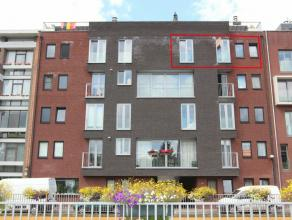 Recent en energiezuinig appartement met 2 slaapkamers en groot terras (ZW) gelegen in het centrum van Kapellen. Lift aanwezig. Mogelijkheid om garageb