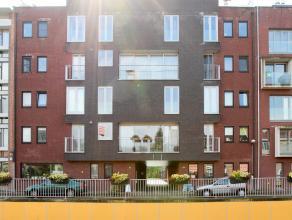 Recent duplex appartement in het hartje van Kapellen, afgewerkt met moderne en degelijke materialen, ruime plaatsen,mogelijk tot bij te huren garage.