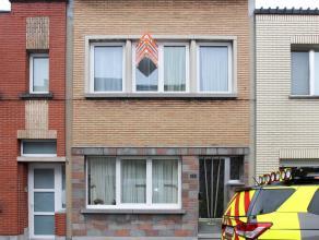 Rustig gelegen woning met 3 slaapkamers + kinderkamer + bureel en tuin. Gerenoveerd in 2010. Elektriciteit conform, recente cv en nieuw dak. Klein bes