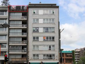 Verzorgd dakappartement met 1 slaapkamer in aangenaam en goed onderhouden gebouw in centrum. Lift aanwezig. Ruin zuid-terras met mooi uitzicht.
