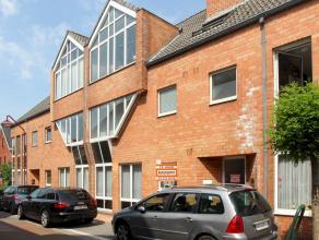 Mooi gelijkvloersappartement met 3 slaapkamers, overdekte autostaanplaats en tuin van 35 m² gelegen op een rustige locatie nabij winkels, scholen