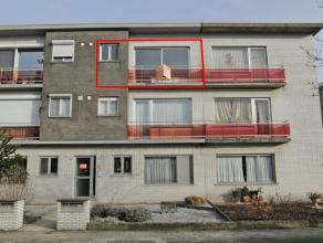 Appartement met 2 slaapkamers, terras van 5,45 m² en garage. Dubbele beglazing en rolluiken. Vernieuwde keuken. Rustige bouw. Onmiddellijk beschi