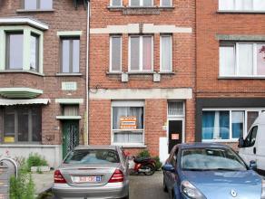Aangenaam gelijkvloersappartement met als indeling een inkomhal, living, keuken, badkamer, 1 slaapkamer een kleine veranda en koer. Centrale ligging n