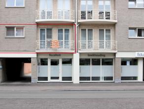 Ruim appartement in een modern gebouw gelegen in het centrum van Kapellen. Dit appartement beschikt oa over 2 slaapkamers, zuidwest terras, individuel