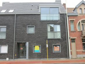 Ruim en modern gelijkvloersappartement van 91 m², inclusief garagebox en staanplaats, 2 slaapkamers, mooie tuin en terras. Gelegen aan de Antwerp