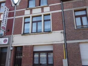 Ruime ééngezinswoning met huidig 3 slaapkamers, voormalige tweewoonst daar zowel eerste als gelijkvloers beschikt over een eigen woonkam