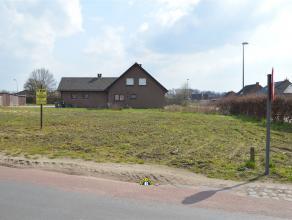 Bouwgrond van 386,75m² voor een halfopen ééngezinswoning. Rustig gelegen, net buiten het centrum van Wuustwezel, met zuidtuin! Lot