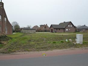 Bouwgrond van 293,32m² voor een halfopen ééngezinswoning. Rustig gelegen, net buiten het centrum van Wuustwezel, met zuidtuin! Lot