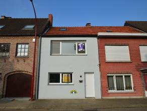 Volledig gerenoveerde woning op een rustige locatie in Hoevenen. Woning is voorzien van leuke leefruimte met veel lichtinval, volledig ingerichte keuk