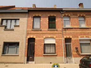 Goed gelegen te moderniseren woning met tuin:Deze knusse woning is gelegen in een éénrichtingstraat op 1 km van het stadscentrum.W