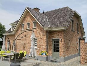 Prachtige villa smaakvol ingericht én voorzien van een overdekt buitenzwembad mèt poolhouse en wellnessfaciliteiten! Ingericht met 4 rui