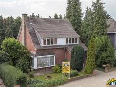 Ideaal gelegen villa op een perceel van 680m² met ZUIDWEST oriëntatie op wandelafstand van De Bist in Wilrijk. Nabij supermarkt, openbaar ve