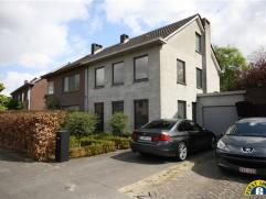 Volledig hoogwaardig gerenoveerde (2013) half open bebouwing met garage en zonnige tuin met zicht op groen tussen Wilrijk De Bist en Wilrijk Neerland!