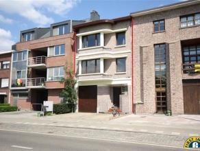 Centraal gelegen gezinswoning met zeer ruim (325m²!) multifunctioneel gelijkvloers magazijn& atelier/ ...! Gelegen op wandelafstand van centr
