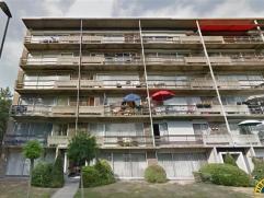 Half open bebouwing: appartementsgebouw met links 6x 3 slaapkamer appartementen en rechts 6x 2 slaapkamer appartementen met bureau. Het gebouw beschik