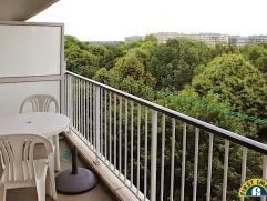 """Goed onderhouden en instapklaar appartement met twee slaapkamers op de 9de verdieping in het welgekende residentiële """"Regent Park"""" te Berchem nab"""