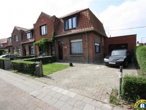 Ideaal gelegen half open gezinswoning met W-tuin en ruime garage op rustige residentiële ligging tussen Mortsel en Boechout. Mogelijk aan te kope