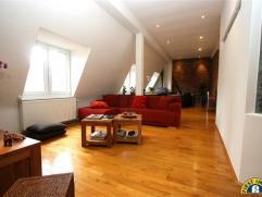 Prachtig onlangs gerenoveerd, zonnig, volwaardig 2-slaapkamer appartement, rustig gelegen in een hoekgebouw (veel lichtinval!) recht tegenover een gro