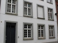 Prachtig gerenoveerde authentieke Begijnhofwoning ! De woning is gelegen pal in het centrum van Mechelen,nabij winkels , openbaar vervoer en autostrad