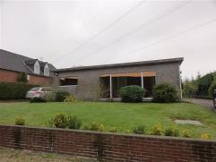 Gunstig gelegen bungalow in dorpsrand Temse op een oppervlakte van 907m². De woning is deels te renoveren en heeft 3 slaapkamers (4e kleine kamer