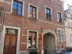 Prachtige en authentieke Begijnhofwoning , waar bij renovatie veel aandacht werd besteed aan lichtinval . Woning kan onder KLEIN BESCHRIJF aangekocht