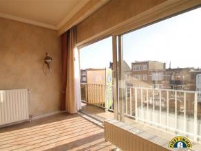Ruim doorzonappartement met 2 slaapkamers en 2 terrassen in een klein doch verzorgd blokje. Mogelijkheid tot aankoop van een inpandige garagebox met e