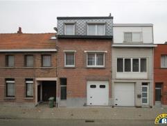 Zeer nette instapklare gerenoveerde woning met 2/3 slaapkamers, grote garage en tuin. Mogelijk aankoop onder klein beschrijf mits naleving van de wett