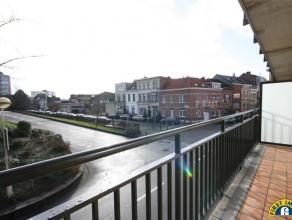 Ideaal gelegen 3 slaapkamer appartement met ZUID-geörienteerd terras op wandelafstand van De Bist met zijn winkels en supermarkt. Gelegen nabij i