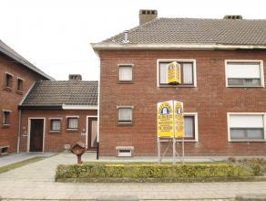 Te renoveren HOB met 3 slaapkamers, terras en tuin, nabij centrum van Beveren. Goede bereikbaarheid (E17 en E34 op 5 - 10 minuten), centraal maar toch