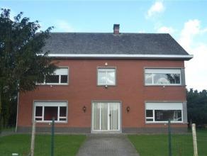 Ruime en landelijk gelegen woning op 2.914m² onder meer ingericht met een bureau, woonkamer, keuken met bijkeuken, inpandige garage met aansluite