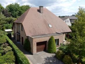 Prachtige villa op een perceel van 828m², gelegen op een zeer rustige locatie te Essen in een doodlopende straat. Deze woning is ingericht met ee