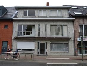 Aangenaam en ruim duplex-appartement nabij marktplein, met mooi open uitzicht, splinternieuwe keuken, 2 grote slaapkamers + bureel (of kleinere slaapk