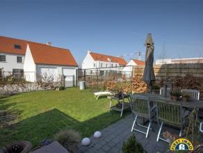 Zeer ruime nieuwbouw gezinswoning te project Molenveld met tuin en garage nabij centrum Edegem. Indeling: Voor de woning treffen we de voortuin en de