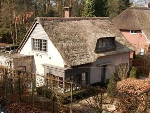 Stijlvolle villa met rieten kap in groene kindvriendelijke omgeving, op 1.348m², met riante woonruimte, prachtige keuken, 3 slpks, 2 badks en moo