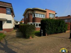 KLEIN BESCHRIJF!! Ideaal gelegen karaktervolle gezinswoning nabij centrum Mortsel! Omschrijving: Voor de woning treffen we een gezellige voortuin. De