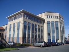 Prestigieus kantorenproject gerealiseerd in samenwerking met architect Jaspers. Het is gelegen aan de afrit Mechelen-Noord van de E19. Het betreft een