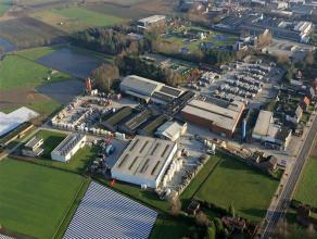 Warehouse te huur Het pand is gelegen vlakbij de E19 Antwerpen - Breda.Polyvalent pand dat kan worden gebruikt voor produktie en opslag. STRUCTUUR  St
