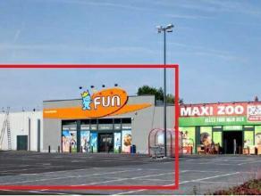 Retail te huur Mooie baanwinkel in een volledig vernieuwd gebouw, op uitstekende ligging langs de Krijgsbaan te Zwijndrecht en vlakbij de afrit nr. 16