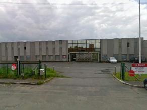 Industriële site bestaande uit magazijnen en kantoren te koop in de industriezone Heernisse te Diksmuide. Met kantoor oppervlaktes van 200 m&sup2