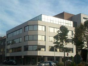 Modern kantoorgebouw met open kantoorruimten. Het gebouw is uiterst goed gelegen aan de Singel en nabij de Craeybeckxtunnel. Dankzij deze strategische