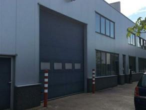 Dit keurige magazijn maakt deel uit van een zeer verzorgd kleinschalig gebouwencomplex. Het magazijn van ca.432 m² is toegankelijk zowel via voor