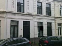 Office te huur Functionele kantoorruimte met zeer goede bereikbaarheid dankzij de ligging vlakbij het station van Berchem.Kantoor van 65m² met re