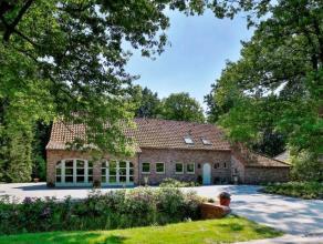 Schitterende villa in landelijke stijl op perceel van ca 2.000m², gelegen in een van de mooiste dreven van Oud-Turnhout. Gunstige verbinding naar
