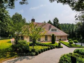 Zeer luxueuze, diep ingeplantte villa in een residentiële, bosrijke omgeving.Hoogwaardig afgewerkt, in uitstekende staat van onderhoud en voorzie