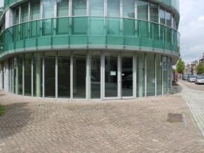 Handelspand van ca. 351m², gelegen aan ingang van Brasschaat centrum. Indeling: ruime winkel, kan opgesplitst worden in twee winkels.Algemeen: ni