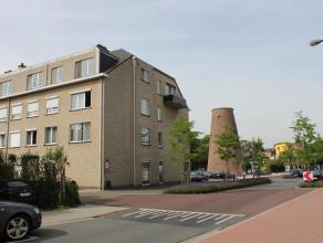 In 't centrum van Mariaburg gelegen, instapklaar appartement van 105m² met garagebox en berging! Indeling: Inkomhal op parket met gastentoilet en