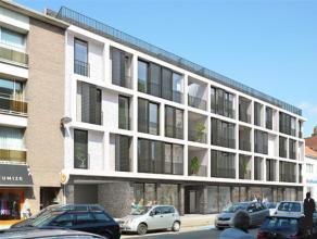 In 't centrum van Brasschaat, nieuwbouwappartement van 80m² met autostaanplaats.Indeling: Leefruimte op tegel met geïnstalleerde open keuken
